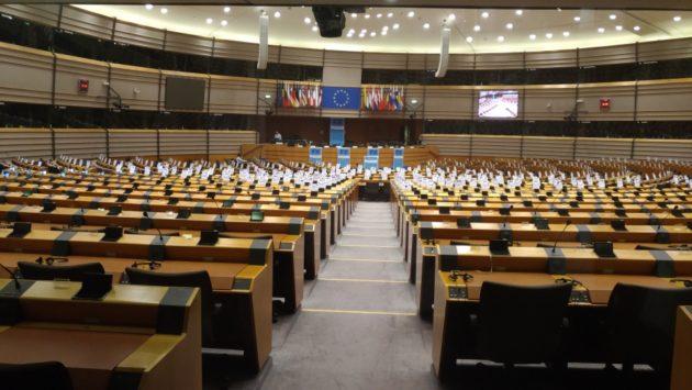 Európsky parlament a 751 stoličiek poslancov